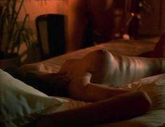 Горячая Тери Вейгель показала голые сиськи в фильме «Банк спермы» фото #3