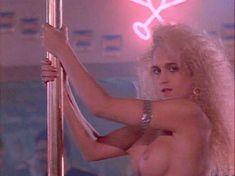 Красотка Тери Вейгель показала голую грудь в фильме «Кровь невинных» фото #4
