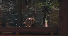 Красотка Тери Вейгель снялась голой в фильме «Хищник 2» фото #1