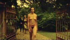 Тони Коллетт снялась полностью голая в фильме Lilians Story фото #7