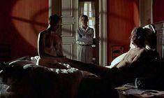 Полностью голая Тони Коллетт в фильме «8 1.2 женщин» фото #3