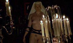 Полностью голая Тони Коллетт в фильме «8 1.2 женщин» фото #6