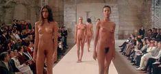 Полностью голая Уте Лемпер в фильме «Высокая мода» фото #3