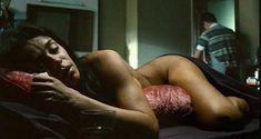 Голая Флора Мартинез в фильме «Любовные песни в клубе Лолиты» фото #3