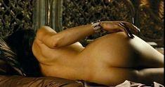 Голая Флора Мартинез в фильме «Любовные песни в клубе Лолиты» фото #18
