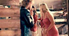 Красотка Хадевих Минис засветила грудь в фильме «Моя королева Каро» фото #4