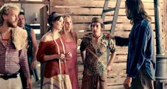Красотка Хадевих Минис засветила грудь в фильме «Моя королева Каро» фото #7