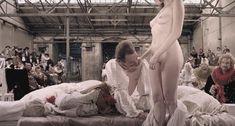 Голая Халина Рейн в фильме «Гольциус и Пеликанья компания» фото #7