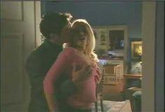 Голая грудь Холли Сэмпсон в сериале «Сказки на ночь» фото #1