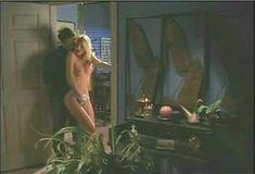Голая грудь Холли Сэмпсон в сериале «Сказки на ночь» фото #2