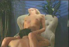 Голая грудь Холли Сэмпсон в сериале «Сказки на ночь» фото #3