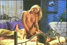 Голая грудь Холли Сэмпсон в сериале «Сказки на ночь» фото #4