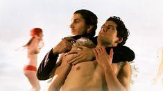 Холли Халстон засветила грудь в фильме «День отца» фото #3