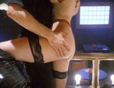 Сексуальная Чарли Спрэдлинг оголилась в фильме «В постели с вампиром» фото #6