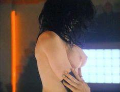 Сексуальная Чарли Спрэдлинг оголилась в фильме «В постели с вампиром» фото #7
