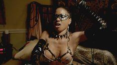 Голая Шанола Хэмптон в сериале «Бесстыдники» фото #14
