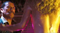 Голая Шери Мун Зомби в фильме «Изгнанные дьяволом» фото #8