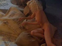 Голая Шерилин Фенн в фильме «Слияние двух лун» фото #23