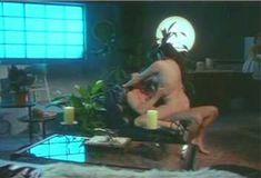 Пышная голая грудь Шоны Райан в фильме The Pleasure Zone фото #1
