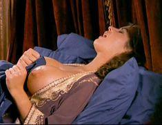 Страстная Шэннан Ли снялась голой в фильме «Девственницы Шервудского леса» фото #12