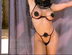Страстная Шэннан Ли снялась голой в фильме «Девственницы Шервудского леса» фото #15