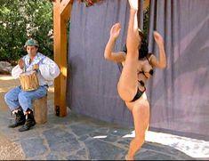 Страстная Шэннан Ли снялась голой в фильме «Девственницы Шервудского леса» фото #16