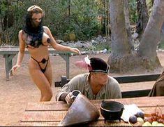 Страстная Шэннан Ли снялась голой в фильме «Девственницы Шервудского леса» фото #17