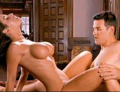 Страстная Шэннан Ли снялась голой в фильме «Девственницы Шервудского леса» фото #23