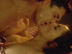 Шэрон Стоун показала голую грудь в фильме «Двойной агент» фото #3
