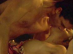 Шэрон Стоун показала голую грудь в фильме «Двойной агент» фото #4
