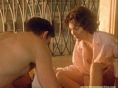 Шэрон Стоун показала голую грудь в фильме «Двойной агент» фото #5