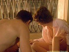 Шэрон Стоун показала голую грудь в фильме «Двойной агент» фото #7