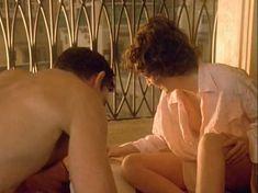 Шэрон Стоун показала голую грудь в фильме «Двойной агент» фото #8
