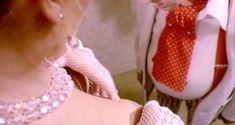 Голая Эдвиж Фенек в фильме «Полицейская в Нью-Йорке» фото #5