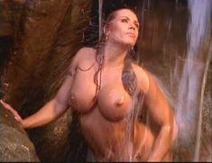 Огромная голая грудь Эйприл Хантер в эротическом видео Ironman Magazines Sexy Swimsuit Spectacular 5 фото #7