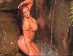 Огромная голая грудь Эйприл Хантер в эротическом видео Ironman Magazines Sexy Swimsuit Spectacular 5 фото #8