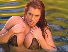 Огромная голая грудь Эйприл Хантер в эротическом видео Ironman Magazines Sexy Swimsuit Spectacular 5 фото #9