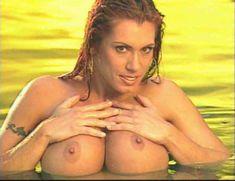 Огромная голая грудь Эйприл Хантер в эротическом видео Ironman Magazines Sexy Swimsuit Spectacular 5 фото #11