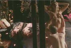Голая Эми Линдсей в сериале «Бордель в Беверли Хиллз» фото #33