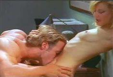 Голая Эми Линдсей в сериале «Эротические признания» фото #13