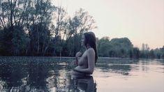 Голая Эми Рен в сериале «Последнее королевство» фото #3