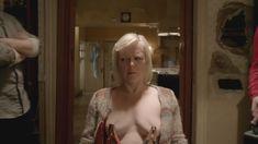 Голая Эмили Бергл в сериале «Бесстыдники» фото #5