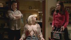 Голая Эмили Бергл в сериале «Бесстыдники» фото #7