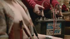 Голая Эмили Бергл в сериале «Бесстыдники» фото #8