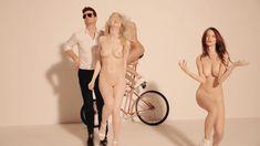 Красивая голая грудь Эмили Ратаковски в клипе Blurred Lines фото #4