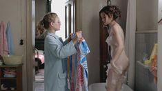 Красотка Эмилия Шуле оголила грудь и попу в сериале «Ку'дамм 56» фото #3