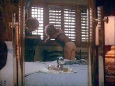 Красотка Энн Дьюзенберри оголила грудь и попу в фильме «Кинобезумие» фото #5