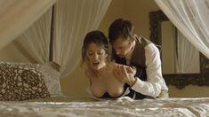 Голая Эшлинн Йенни в сериале «Подчинение» фото #1