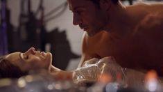 Голая Эшлинн Йенни в сериале «Подчинение» фото #56