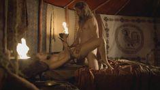 Голая Юли Энгельбрехт в фильме «Странствующая блудница. Предсказание» фото #8